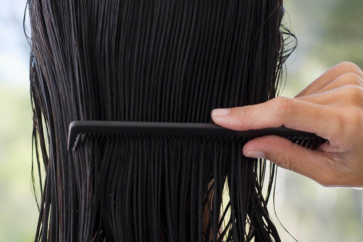 Cheveux secs et abîmés, comment les réparer, pointes fourchues, cheveux crépus