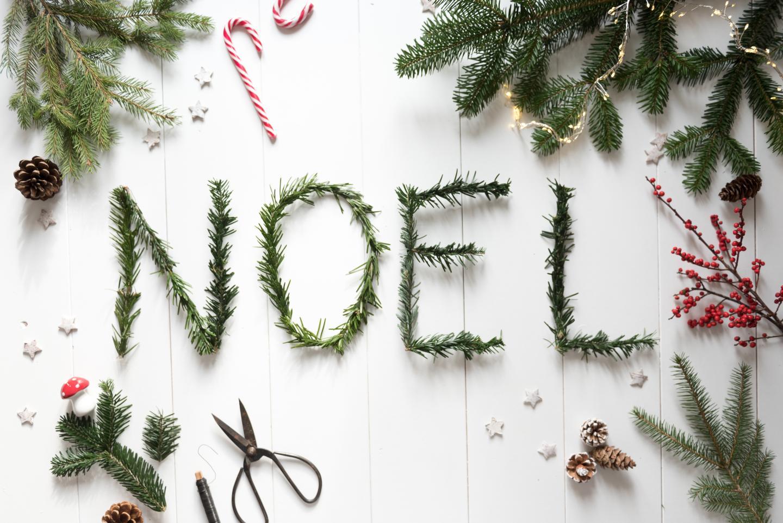 tuto écrire Noël avec des branches de sapin