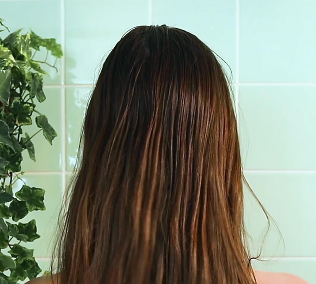 cheveux gras, sébum à la racine